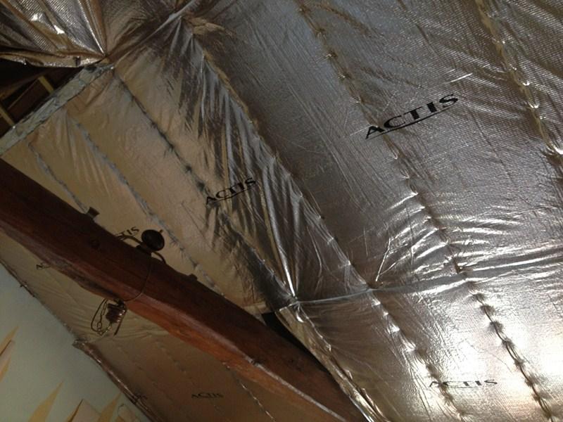 Pose d 39 isolant actis triso super 12 s a r l toit avenir - Triso super 12 ...